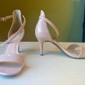 Shoes - Nude/blush patent sandals size 6.5